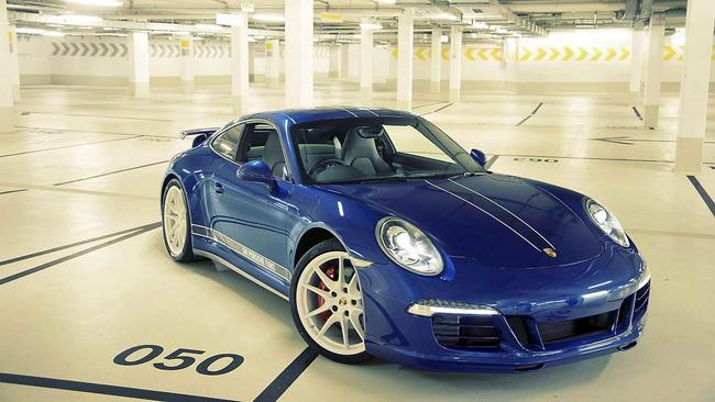 Porsche_911_Carrera_4S_Facebook_06