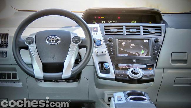 Toyota_Prius+_12