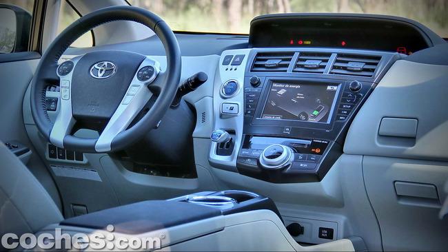 Toyota_Prius+_16