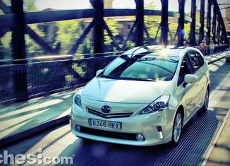 Toyota_Prius+_31