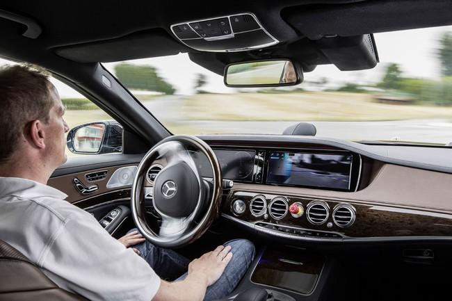 Mercedes Benz S500 Intelligent Drive interior