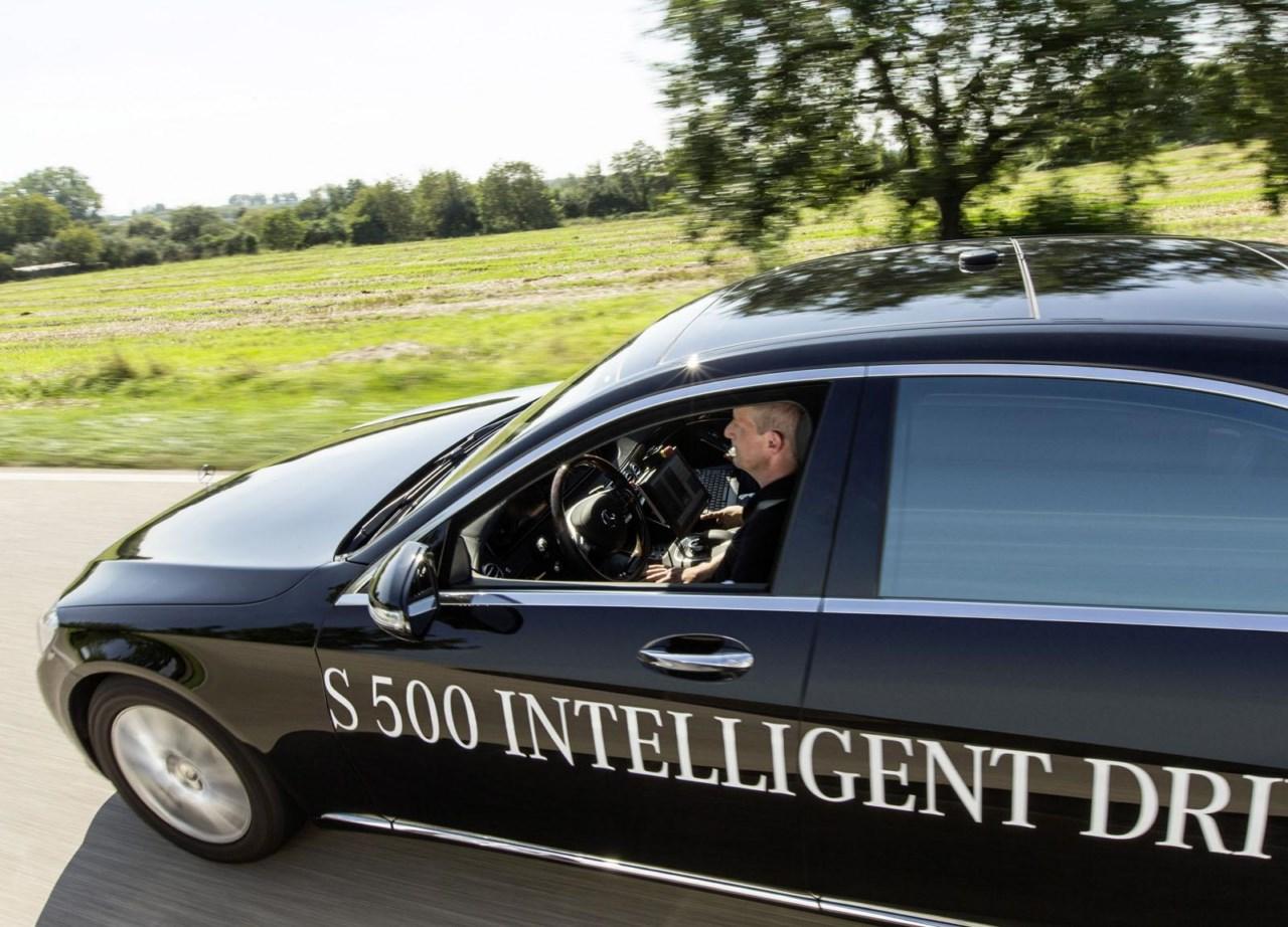 Mercedes Benz S500 Intelligent Drive