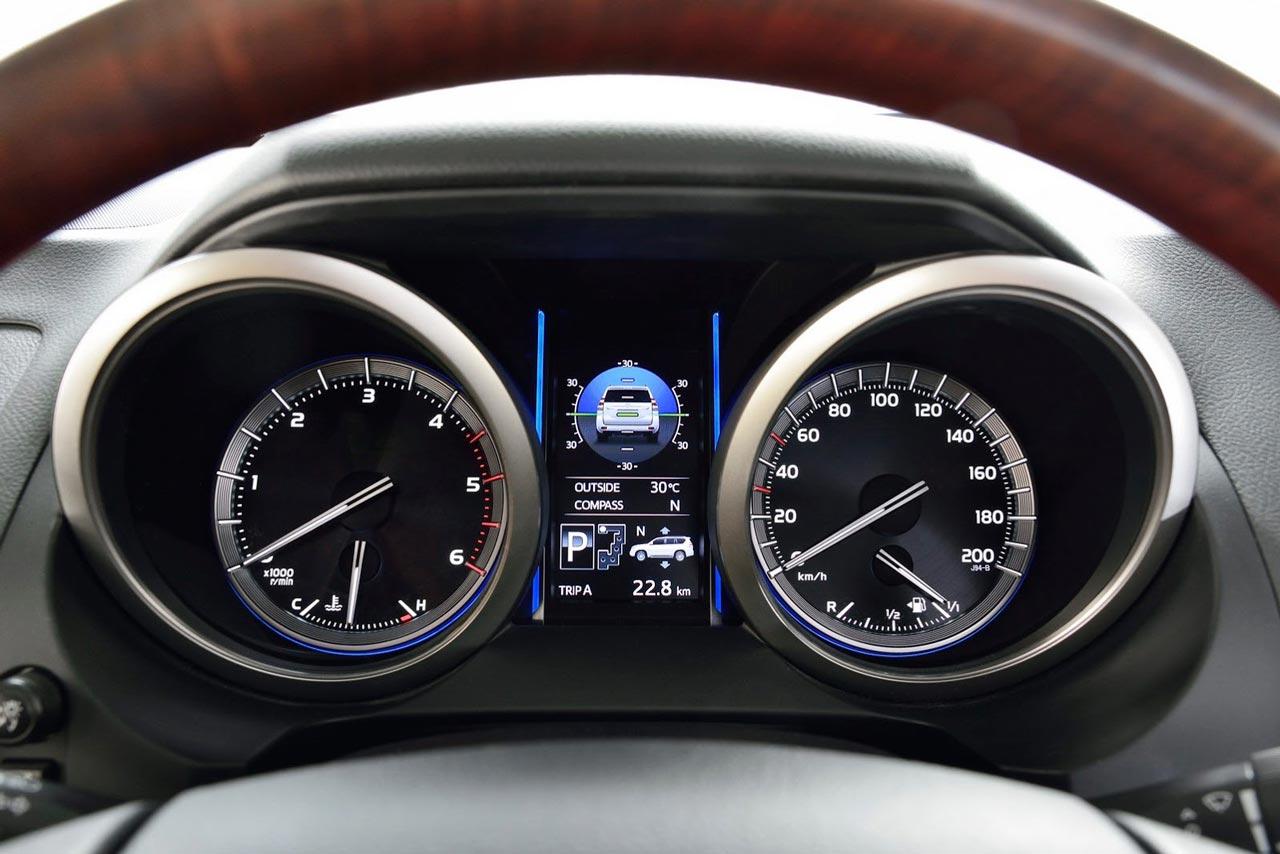 Toyota Land Cruiser Interior on Toyota Land Cruiser Prado 2014
