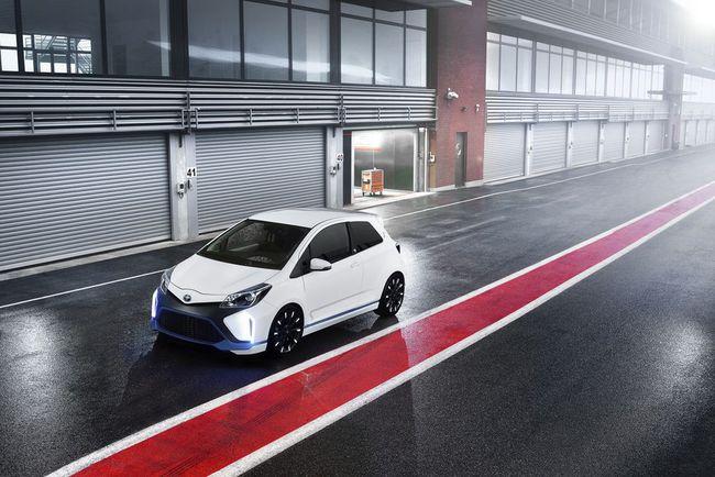 Toyota Yaris Hybrid-R 2013 10