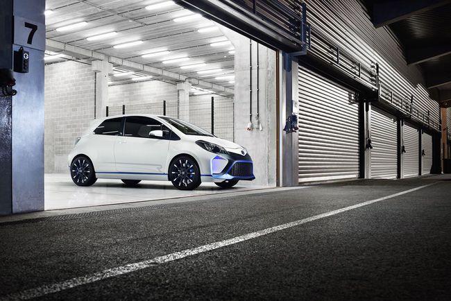 Toyota Yaris Hybrid-R 2013 14