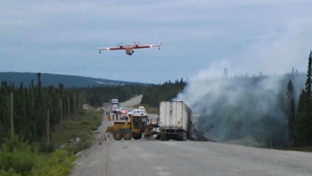 hidroavion fuego carretera canada