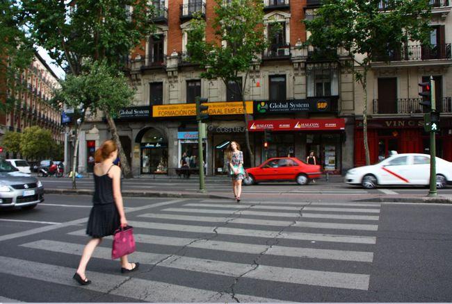 paso para peatones con semáforo