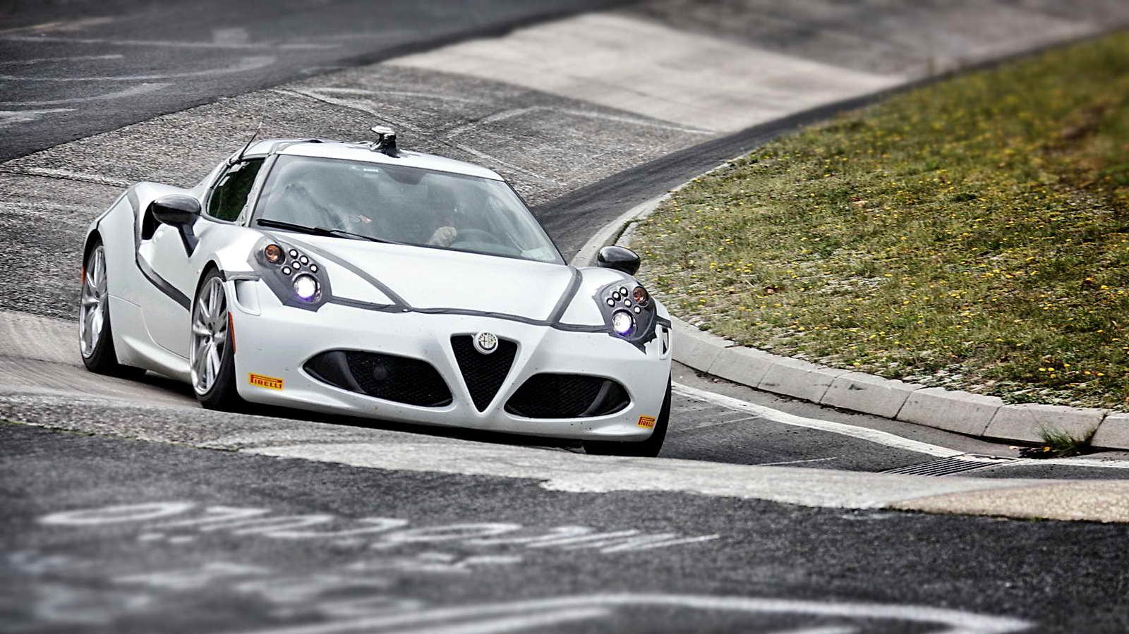 Alfa_Romeo_4C_Record_Nurburgring_01
