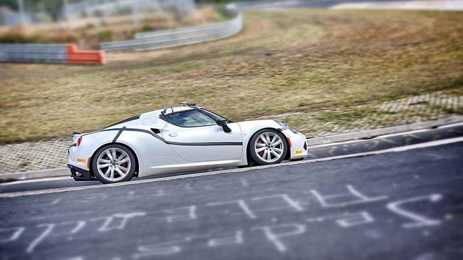 Alfa_Romeo_4C_Record_Nurburgring_02