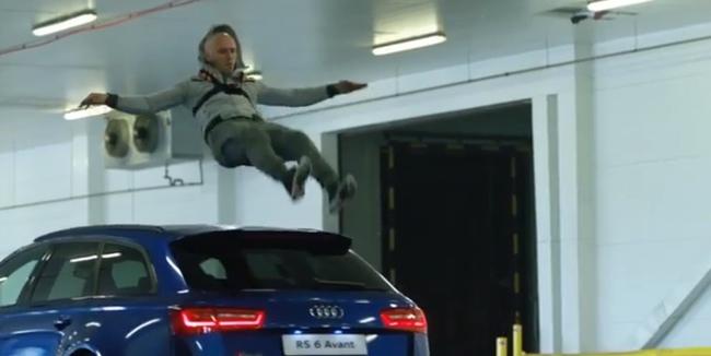 Audi RS6 Avant vs hombre