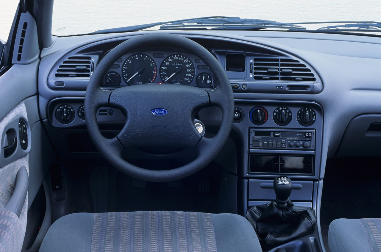 Ford mondeo clx turnier 1993 for Interior ford mondeo