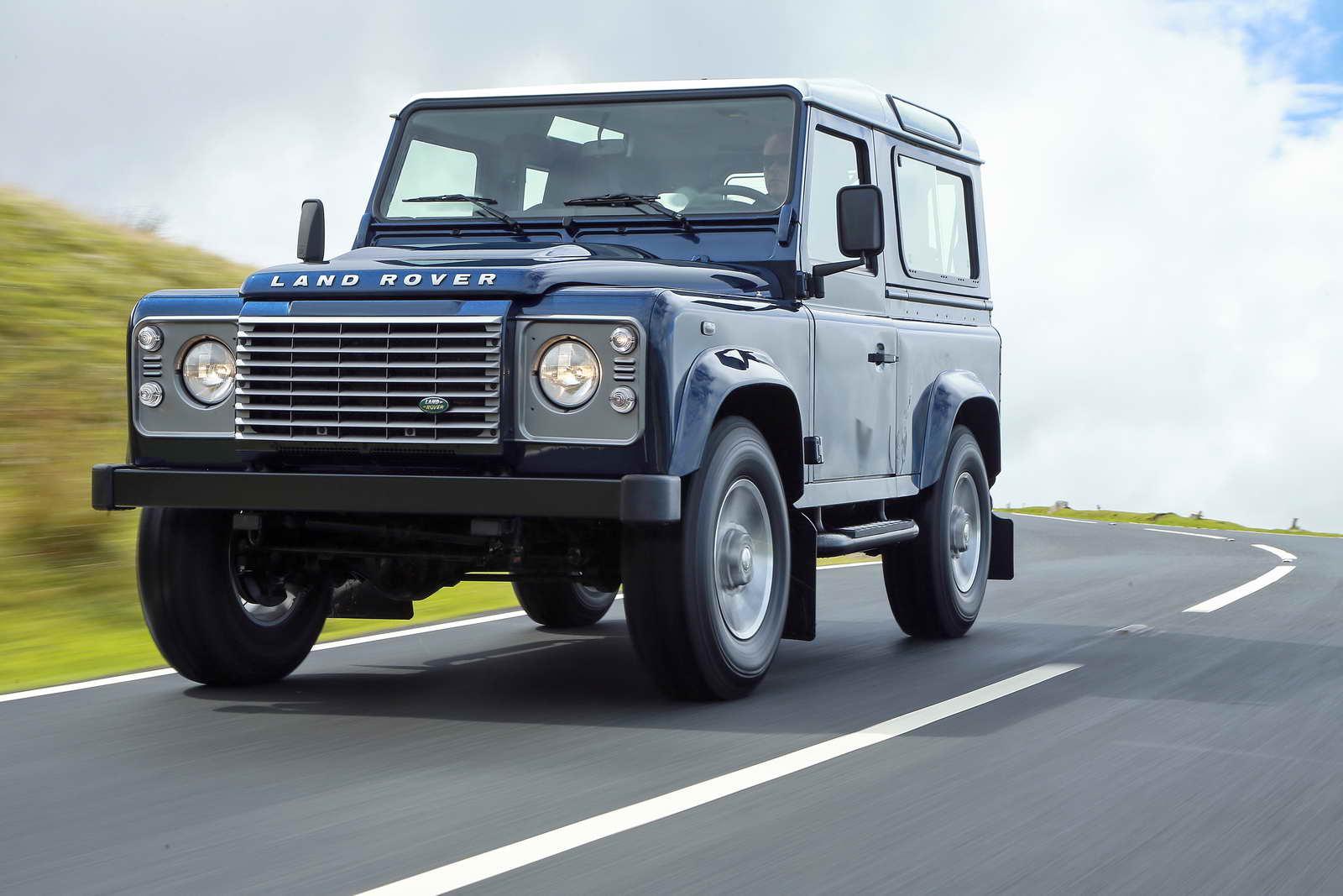 Land_Rover_Defender_2013_carretera