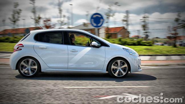 Peugeot_208_eHDI_23