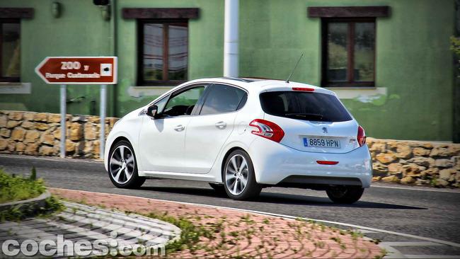 Peugeot_208_eHDI_24