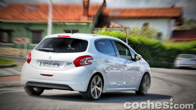 Peugeot_208_eHDI_26