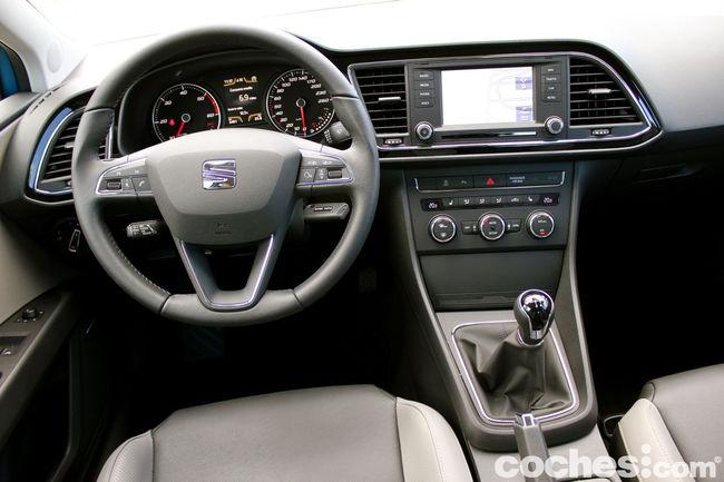 Seat Leon SC TDI 150 CV Style - interior 10