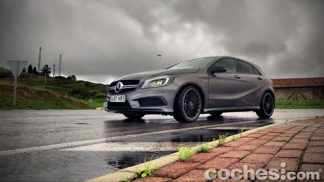 Mercedes_Benz_A45_AMG_01