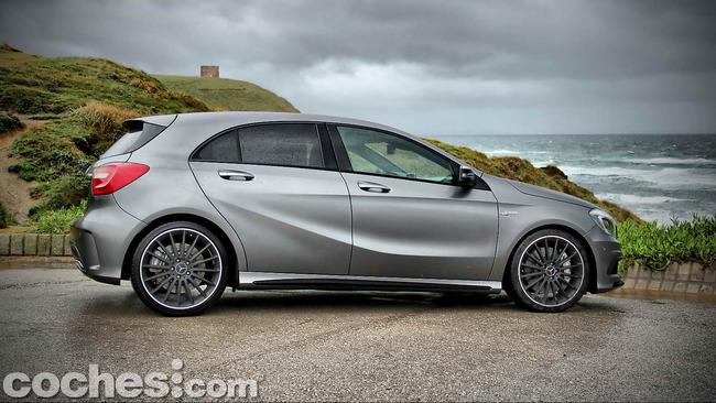 Mercedes_Benz_A45_AMG_10