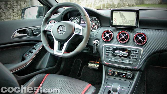 Mercedes_Benz_A45_AMG_20