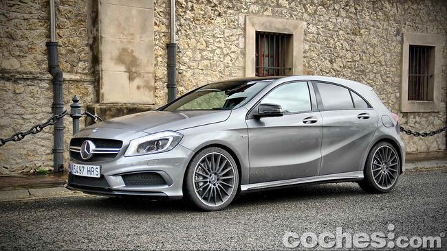Mercedes_Benz_A45_AMG_25