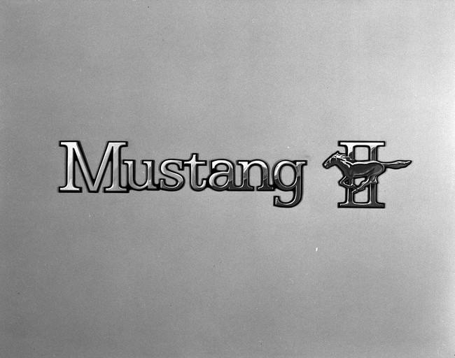 logo mustang 13