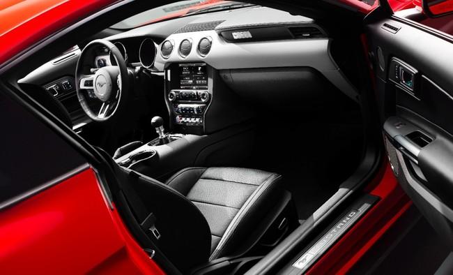 Ford Mustang 2015 interior 02