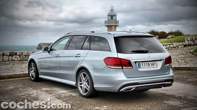 Mercedes_Benz_Clase_E_350_BlueTEC_4MATIC_Estate_06