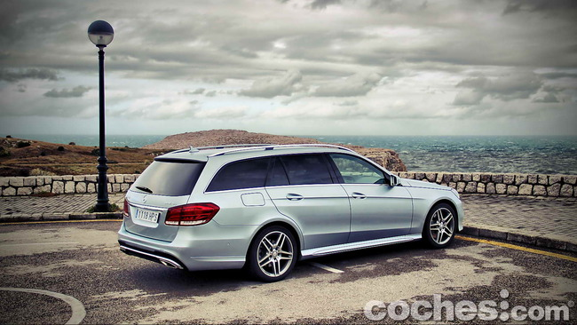 Mercedes_Benz_Clase_E_350_BlueTEC_4MATIC_Estate_07