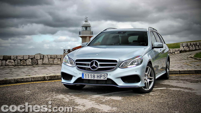 Mercedes_Benz_Clase_E_350_BlueTEC_4MATIC_Estate_12