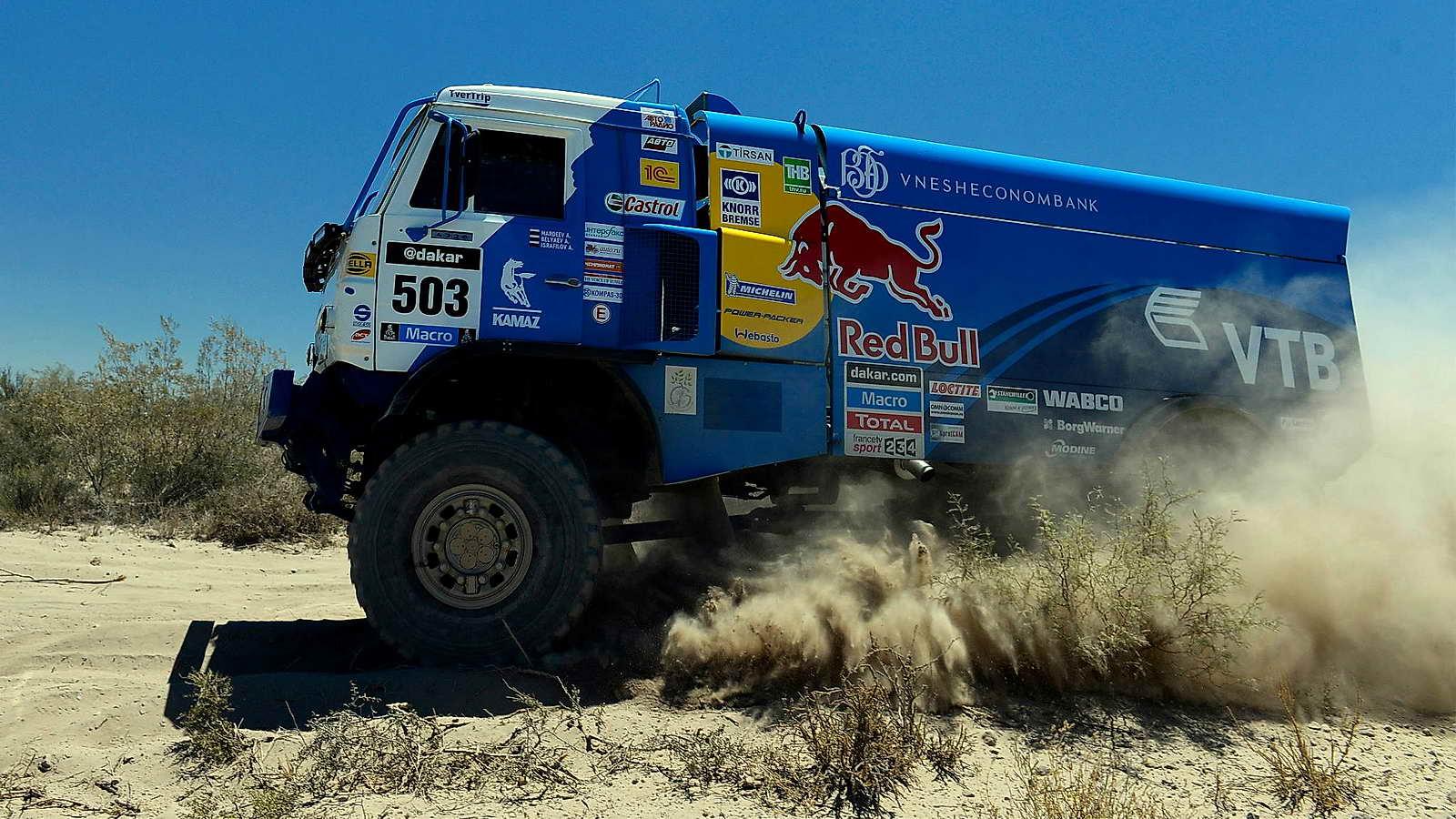 """Los """"gigantes"""" del desierto: camiones en el Dakar 2014"""