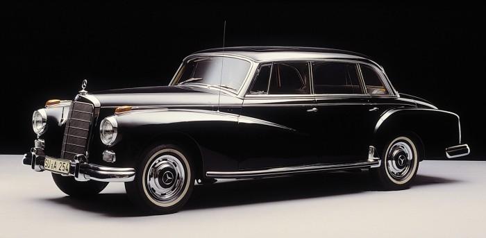 Mercedes-Benz Typ 300 d (Baureihe W 189, 1957 bis 1962), letzter Dienstwagen von Konrad Adenauer, erster Bundeskanzler der Bundesrepublik Deutschland. Der Typ 300 wurde in mehreren Baureihen insgesamt von 1951 bis 1962 gebaut.