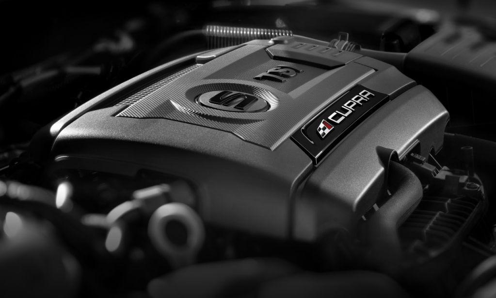 Seat-Leon-Cupra-2014-motor.jpg