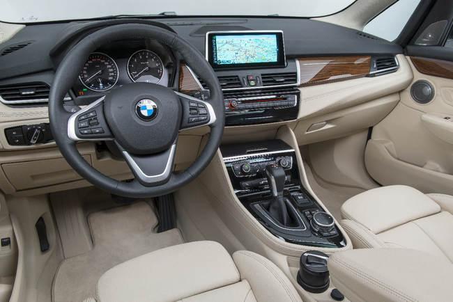 BMW Serie 2 Active Tourer 2014 interior 16