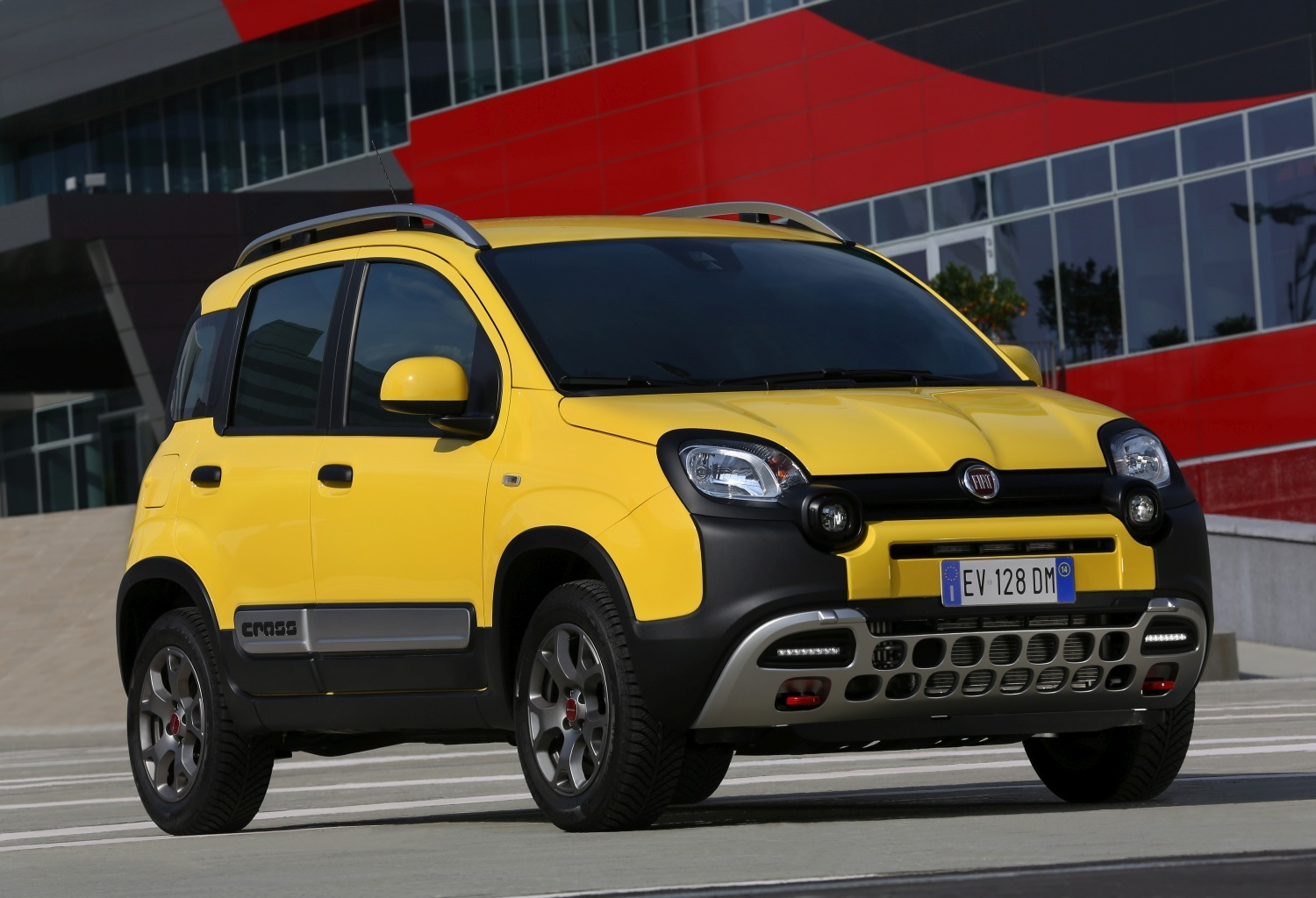 fiat panda cross el panda 4x4 se pone m s fiero. Black Bedroom Furniture Sets. Home Design Ideas