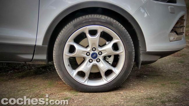Ford_Kuga_38