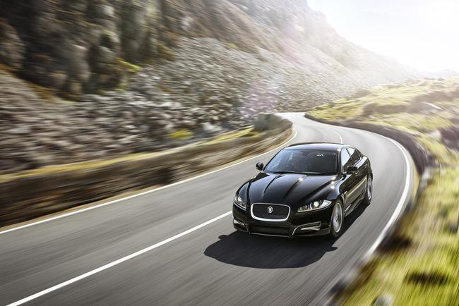 Jaguar XF R-Sport 2014 01