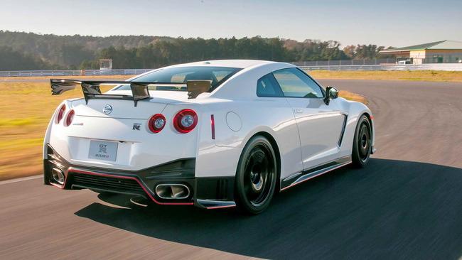 Nissan_GT_R_Nismo_04
