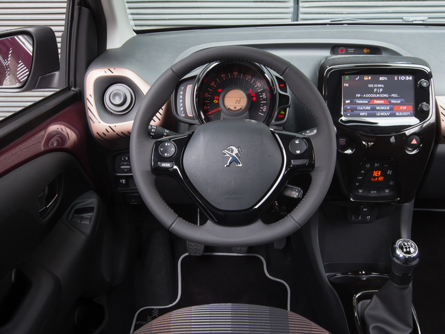 Peugeot 108 2014 interior 01