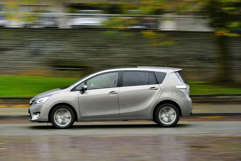 Nuevo Toyota Verso 2014 Peque 241 Os Retoques Para El Monovolumen