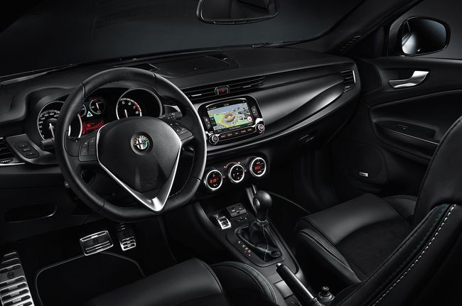 Alfa Romeo Giulietta Quadrifoglio Verde 2014 interior 00