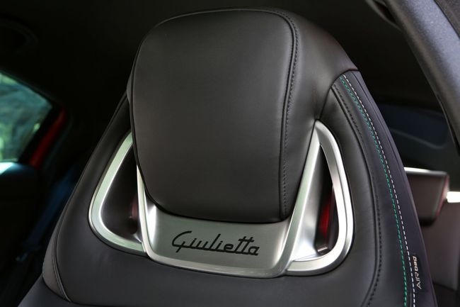 Alfa Romeo Giulietta Quadrifoglio Verde 2014 interior 09