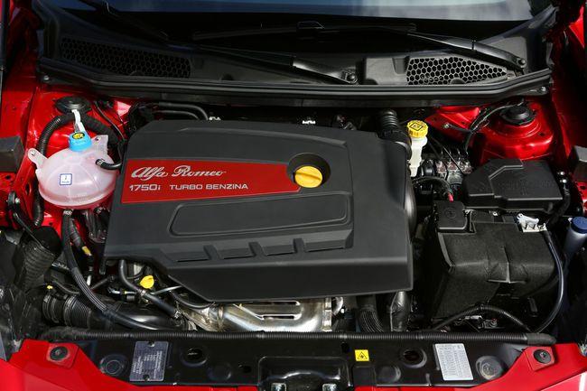 Alfa Romeo Giulietta Quadrifoglio Verde 2014 motor