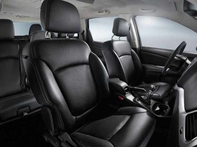Fiat Freemont Black Code 2014 interior 01