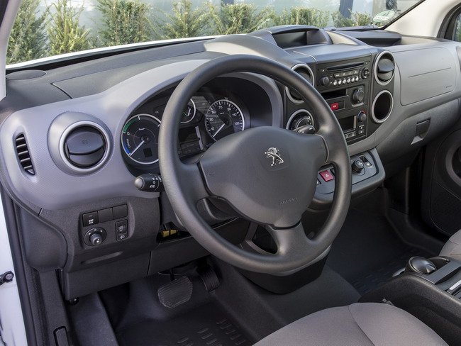 Peugeot Partner Electrica 2014 interior 01