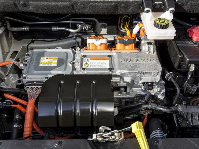 Peugeot Partner Electrica 2014 motor 01
