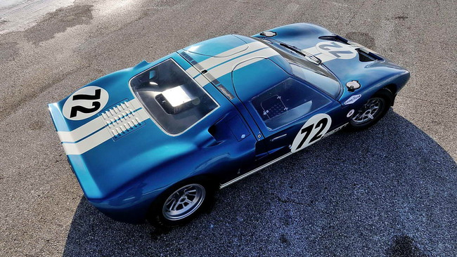 Ford_GT40_Prototype_GT_104_1964_02