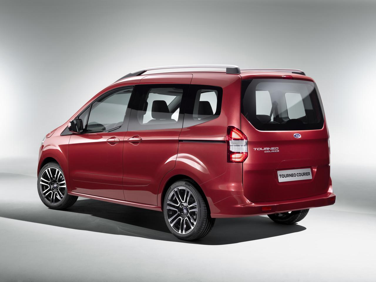 Ford Tourneo Courier: precios y equipamientos del comercial refinado