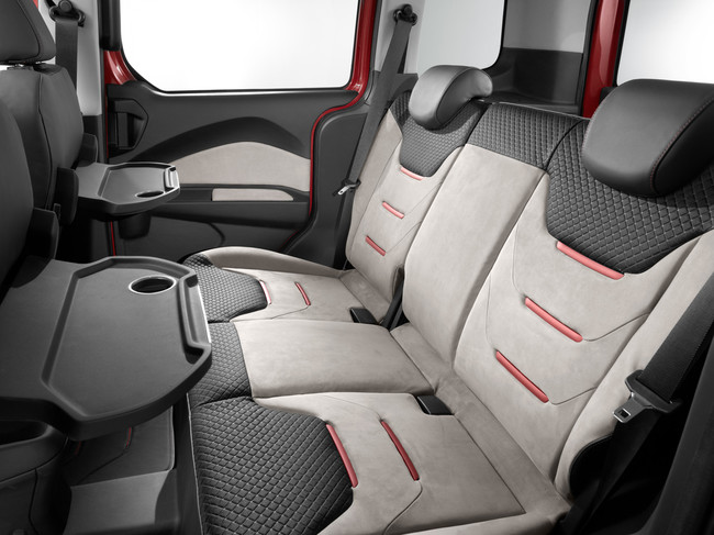 Ford Tourneo Courier 2014 interior detras