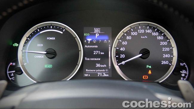 Lexus_IS_300h_33