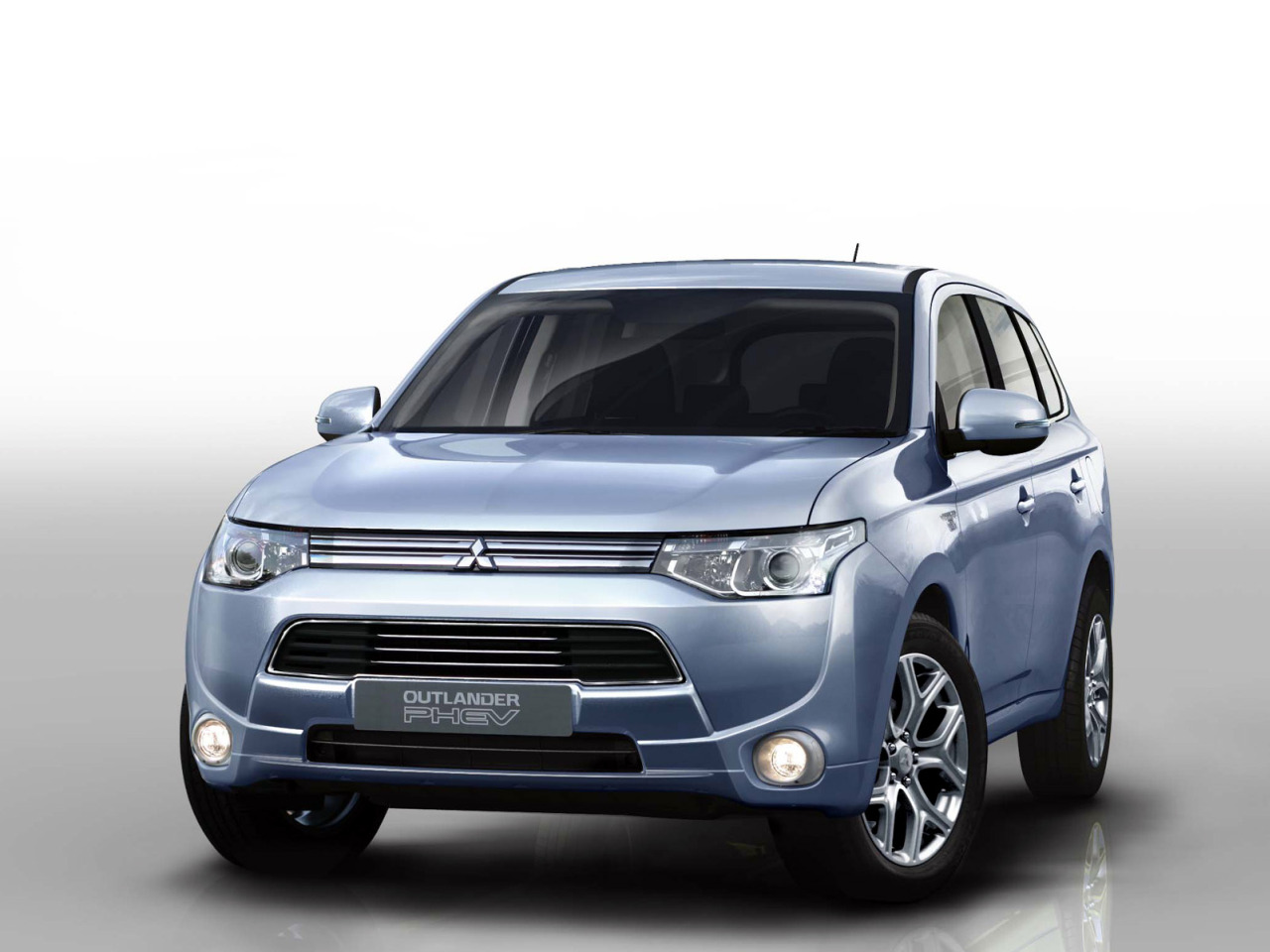 Mitsubishi Outlander PHEV 2013 02